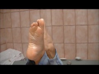 sexy oiled feet pose soles arches toe point