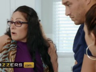 Brazzers - Xander Corvus fucks his girl friends daughter